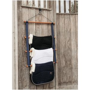 GROOMING DELUXE SADDLE PAD HOLDER